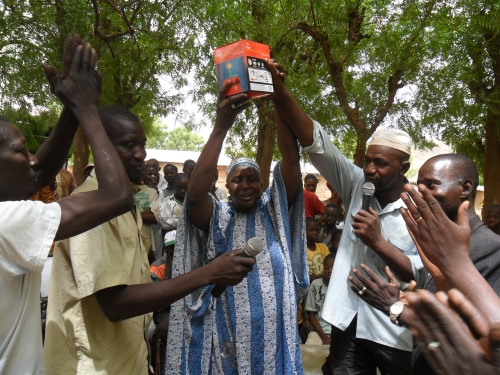 Launch solar lamp sales pilot in Mali
